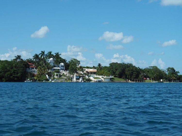 Hôtels le long de la lagune de Bacalar.