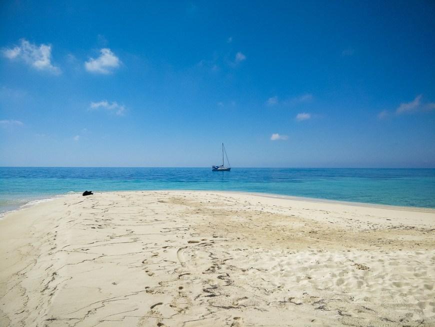 Manwë au mouillage non loin de Ranguana Cay, au Bélize.