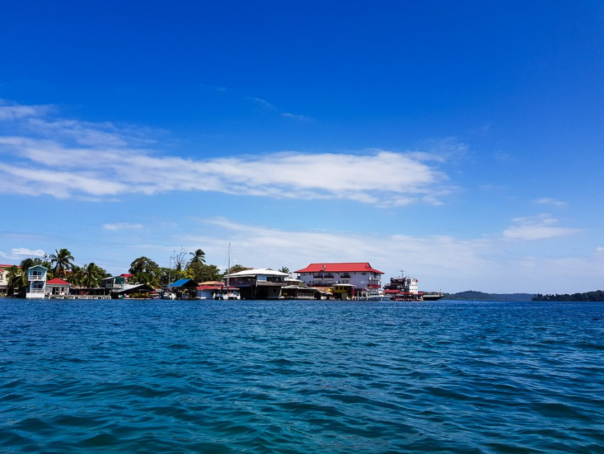 La ville de Bocas vue depuis le mouillage.