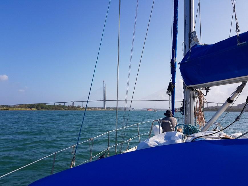Départ pour le passage du canal de Panama en voilier.