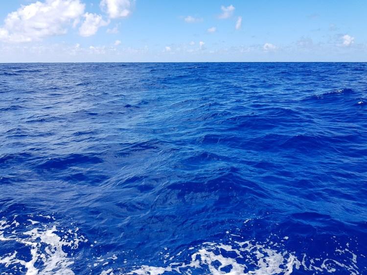 L'océan Pacifique à perte de vue depuis notre voilier.