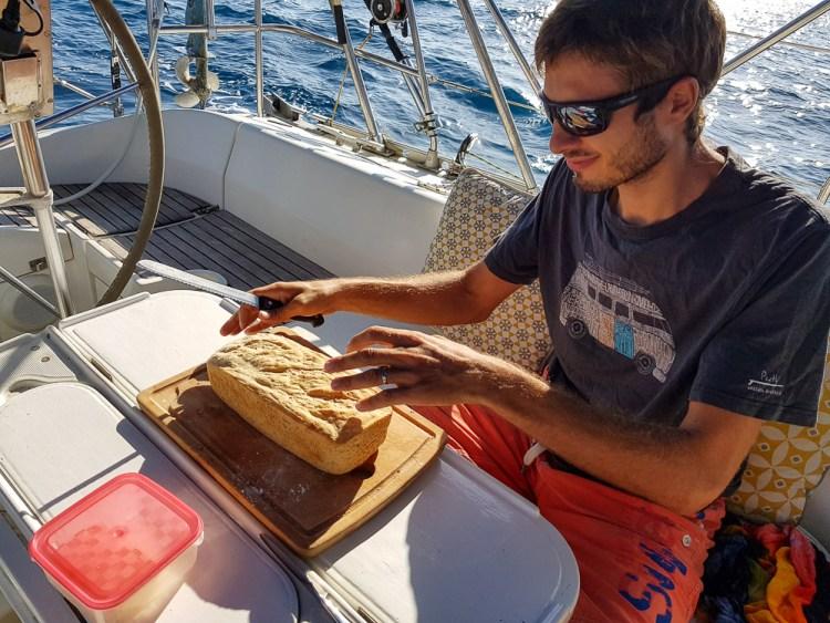 Bon pain tout chaud le matin pendant la traversée du Pacifique.