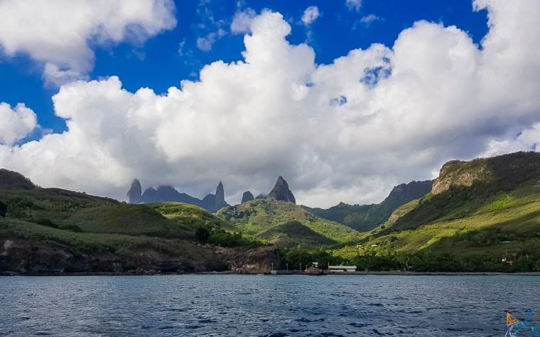 Les impressionnants pitons de l'île de Ua Pou aux Marquises.