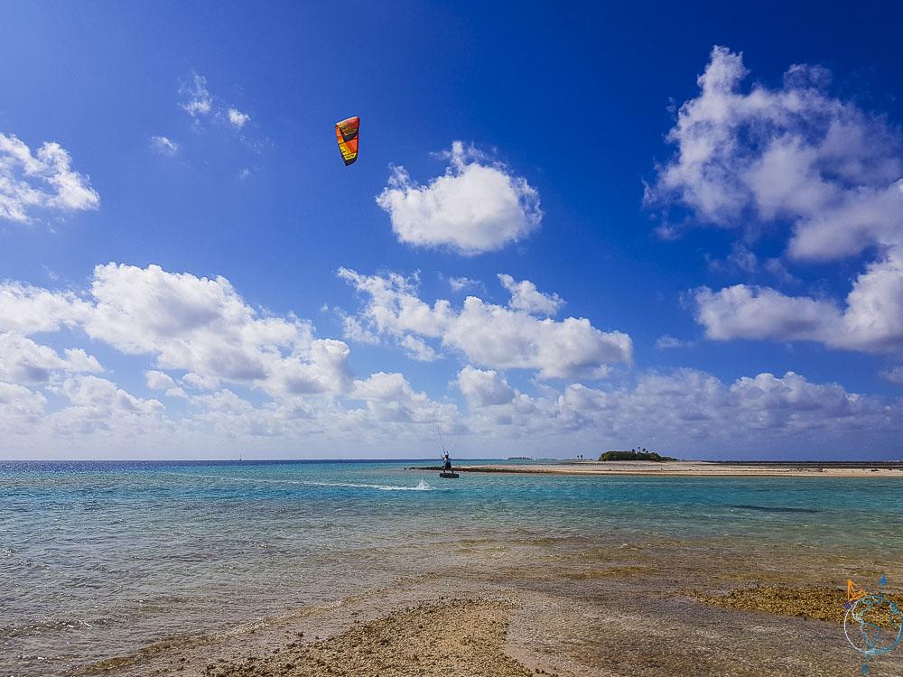 Navigation en kite sur le beau spot de Raroia.