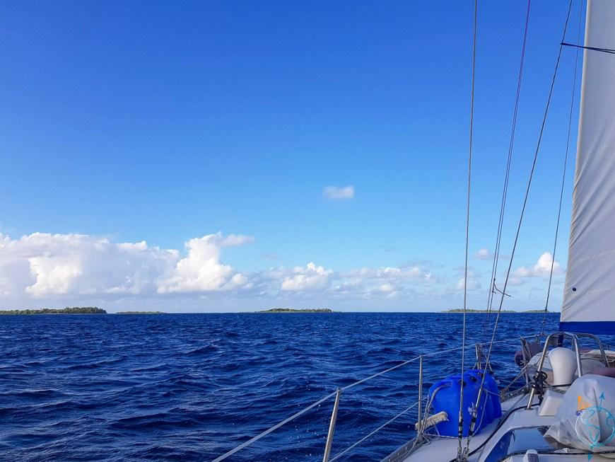 Arrivée sur l'atoll de Raroia dans les Tuamotu.