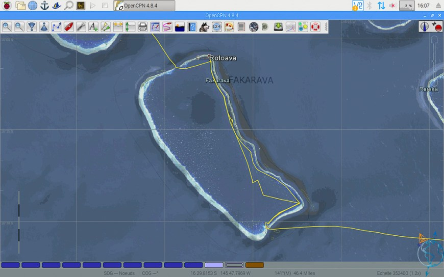 Vue satellite de l'atoll de Fakarava avec nos traces de navigation.