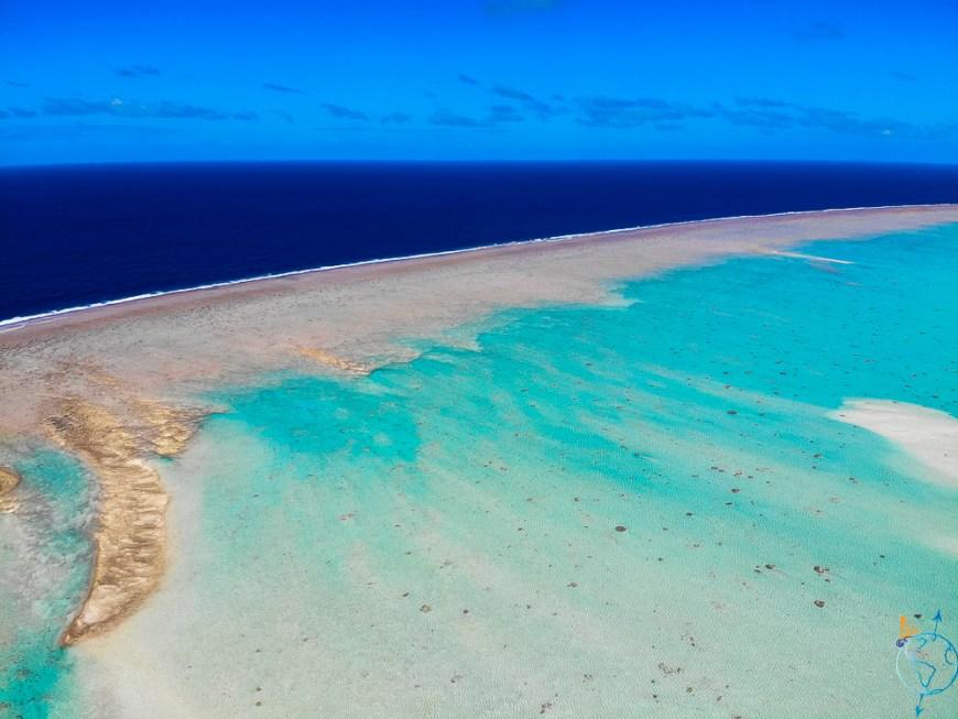 La barrière de corail qui longe le motu Hirifa au sud est de Fakarava.