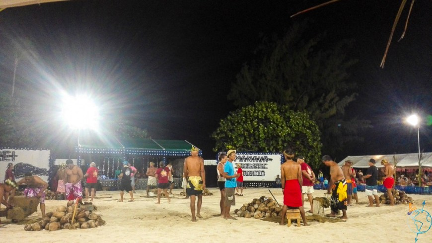 Concours de découpe de noix de coco au mini-Heiva de Rangiroa.