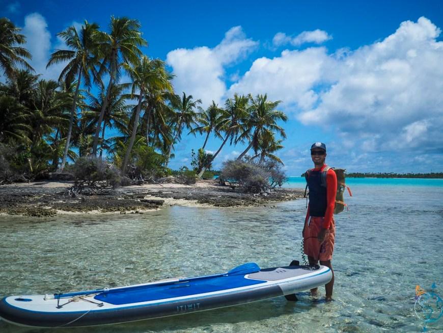 Avec le paddle sous le soleil, à l'approche du Lagon Bleu.