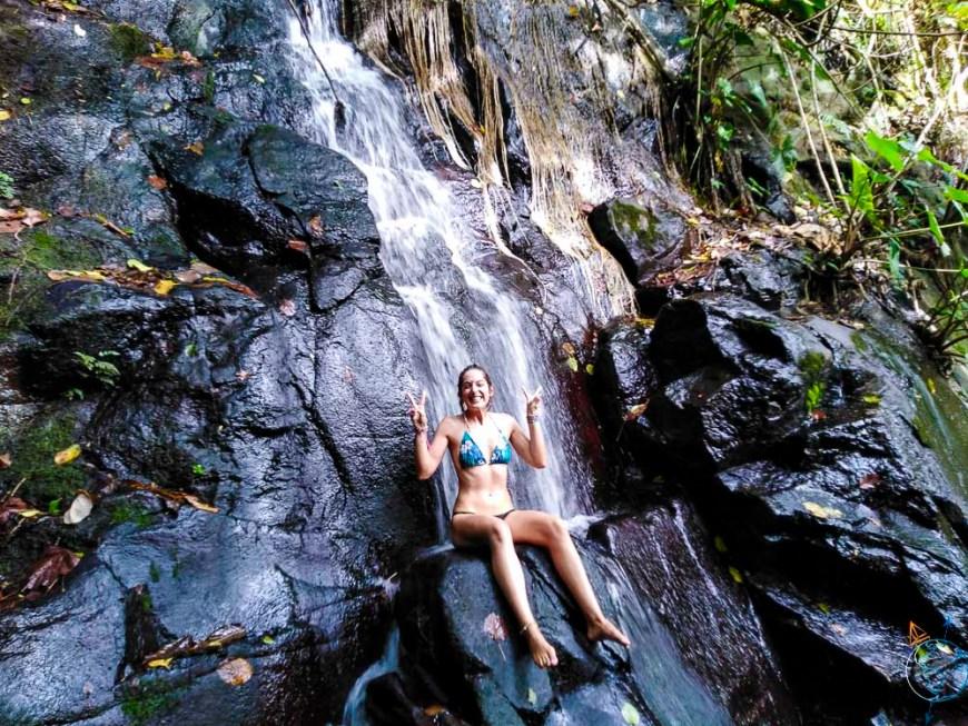 La cascade fraîche du Tropical Garden, dans la baie d'Opunohu à Moorea.