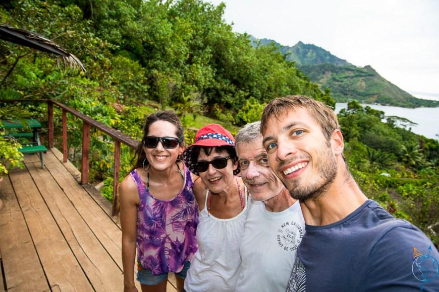 En famille au Tropical Garden de la baie d'Opunohu.