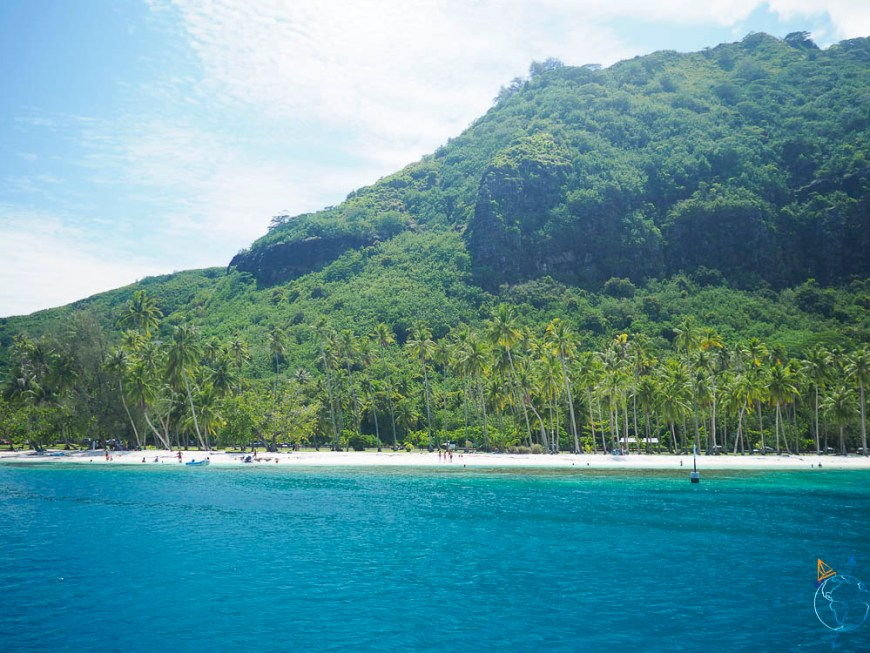 Plage de Taahiamanu au nord de l'île de Moorea, dans la baie d'Opunohu.