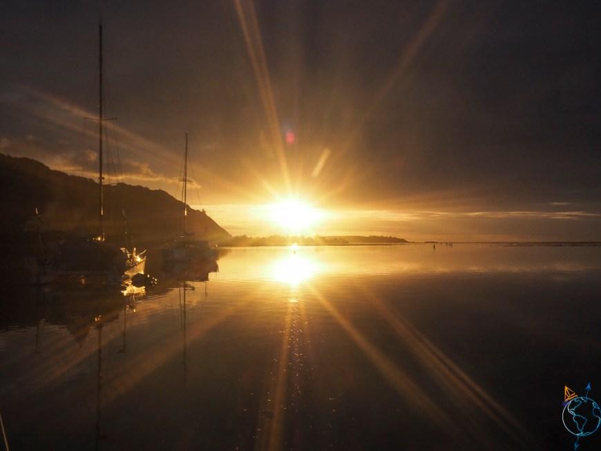 Coucher de soleil sur le mouillage de Papetoai à Moorea.