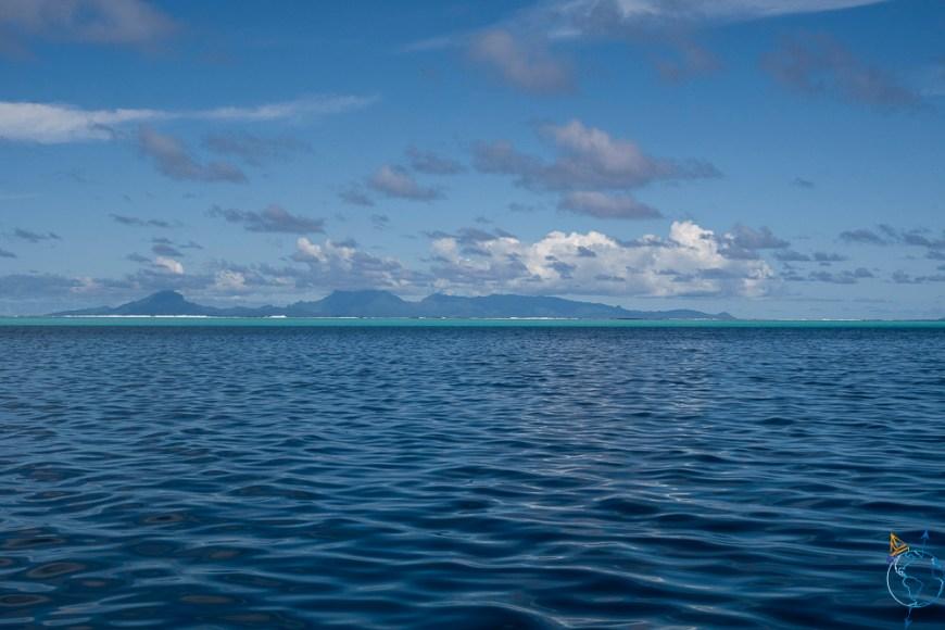 Vue de l'île de Raiatea depuis Huahine.