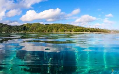 La baie d'Avea au sud de l'île de Huahine, entre terre et mer.
