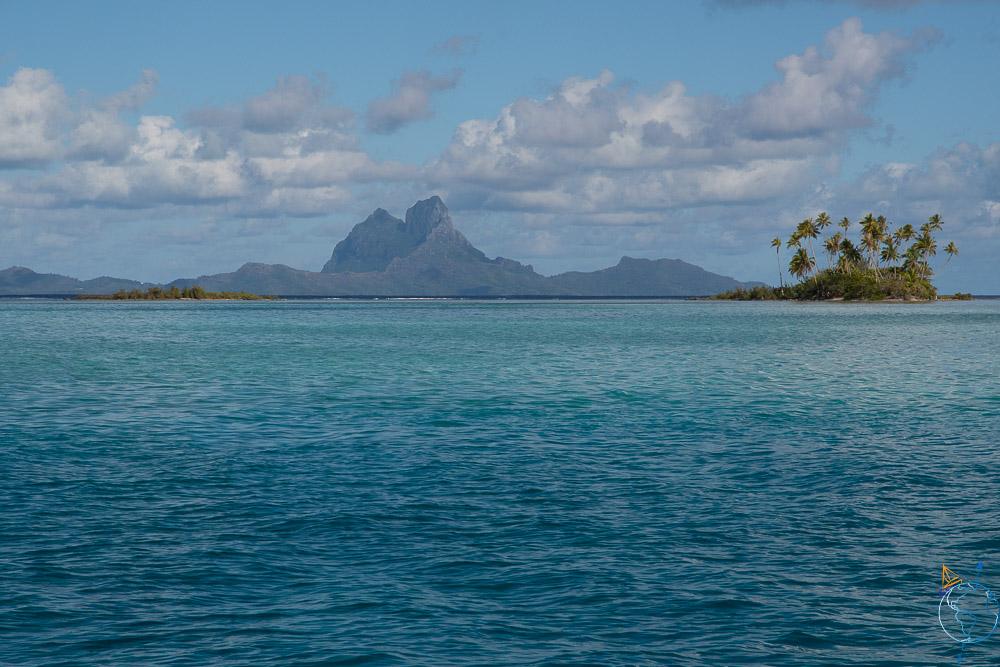 Bora Bora de loin depuis l'île de Taha'a.