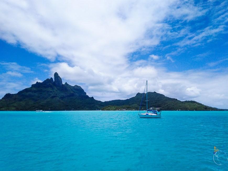 Vue sur Bora Bora depuis notre batocopain, le voilier Phoenix.