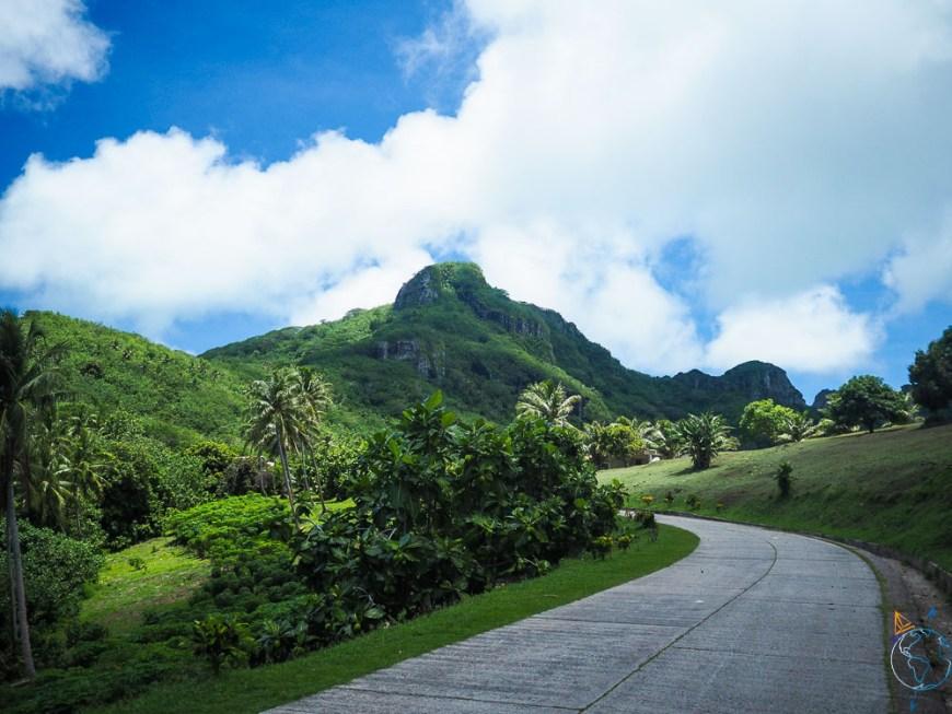 La route de ceinture autour de l'île de Maupiti.