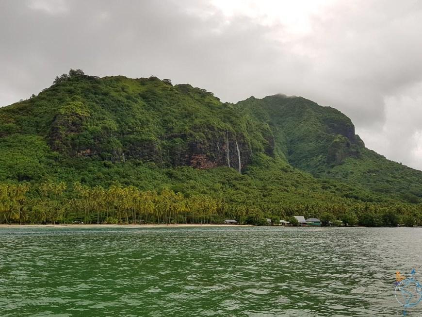 Le mont Rotui et toutes les cascades créées par la pluie incessante.
