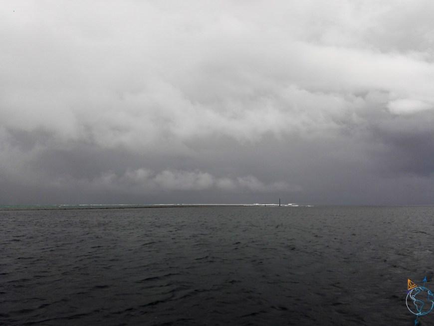 Temps gris et bouché sur le lagon de Raiatea et Taha'a.