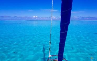 Le magnifique bleu turquoise du lagon à Haapiti sur l'île de Moorea.