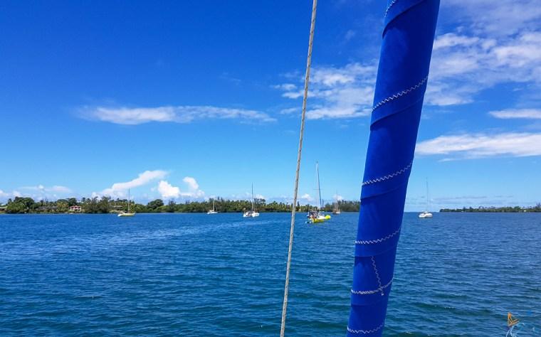 Mouillage de la baie de Phaeton au centre de l'île de Tahiti.