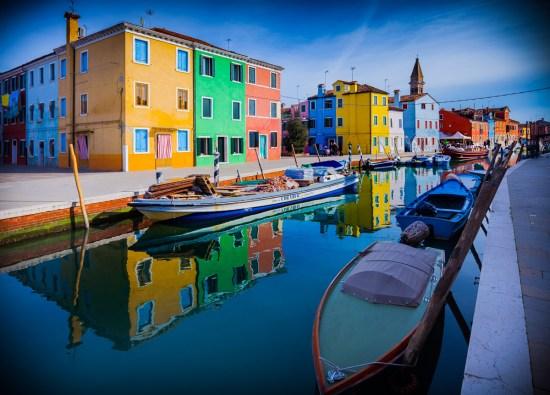 Blick in einen Kanal von Burano, Venedig