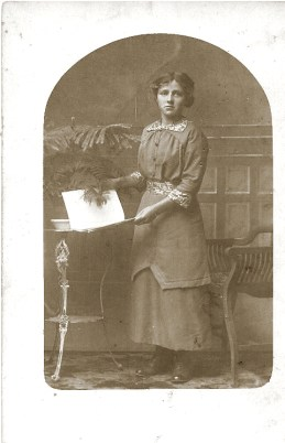 Frieda Recht circa 1914