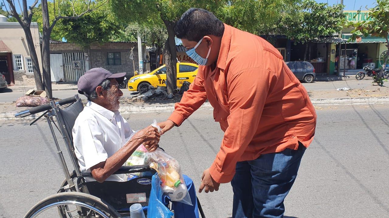 Ciudadanos de Tecomán llevan apoyo alimentario a familias afectadas por COVID-19
