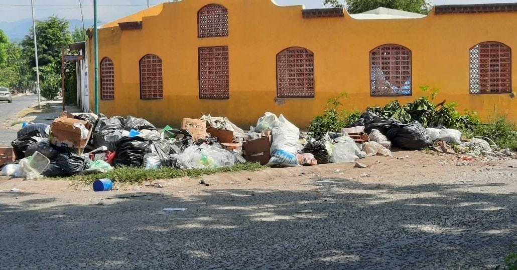 Colapsa el municipio de Manzanillo ante falta de recolección de basura