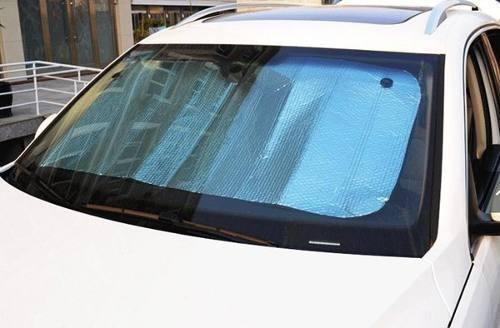 Protetor de painel contra sol e calor.