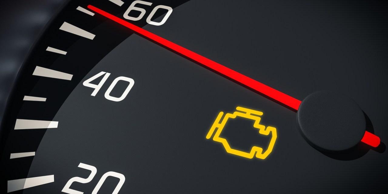 Sinal de injeção eletrônica aceso no painel do veículo