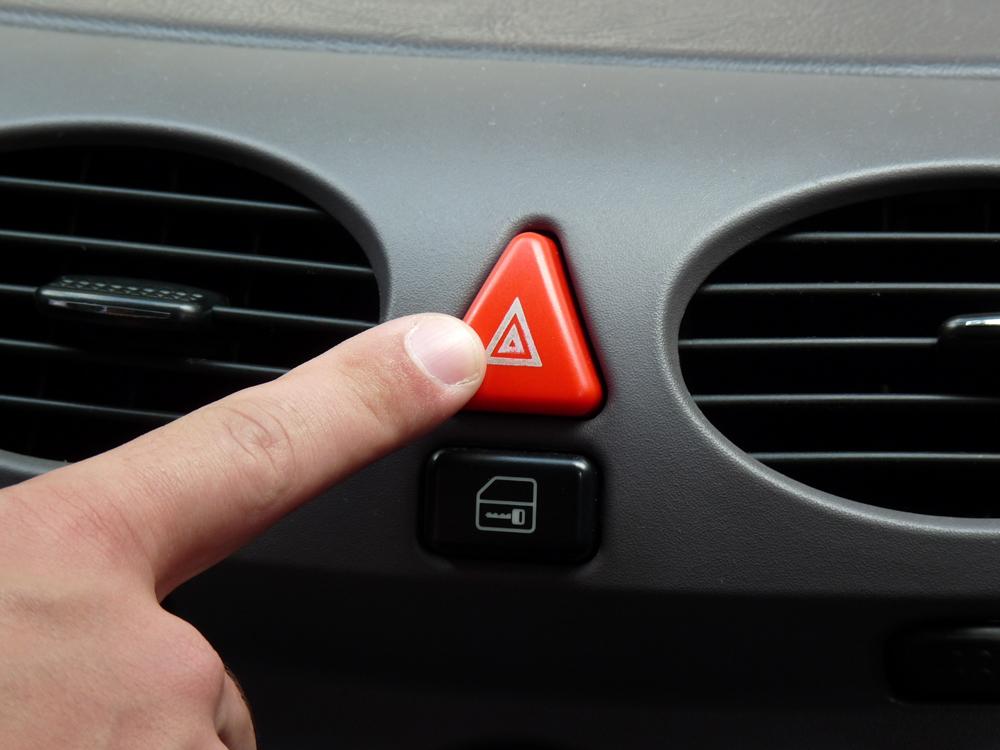 f49dedc874f Pisca-alerta  defeitos mais comuns - Mãos ao Auto