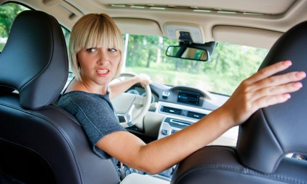 Como funciona a luz de ré do seu carro?