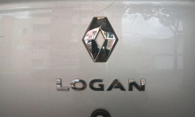 Luz de placa do Logan – Como trocar?