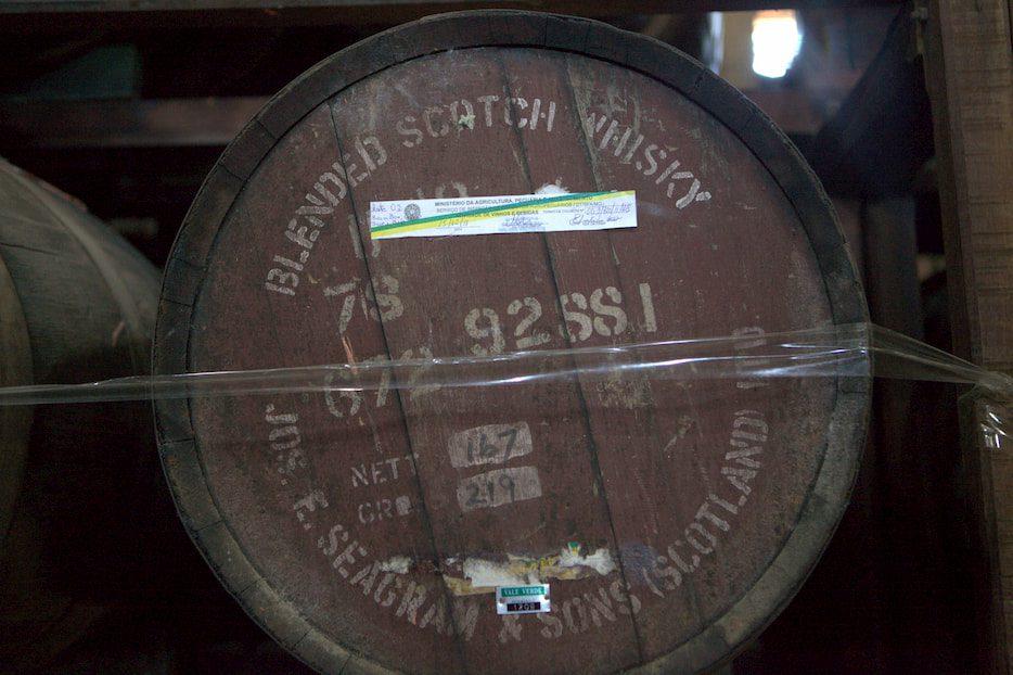 Antigo barril de scotch whisky usado para envelhecer cachaça