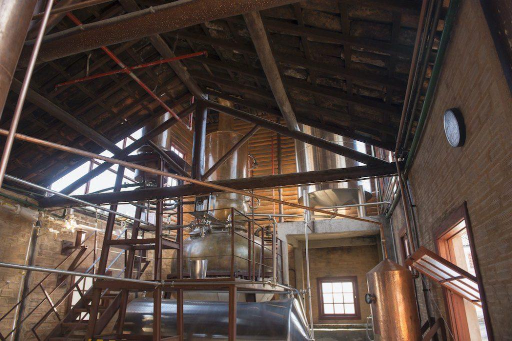 Destilaria do rum brasileiro Soledade produzido em Nova Friburgo no Rio de Janeiro