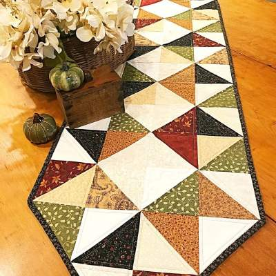 Cottage Diamonds Table Runner Pattern pic 1