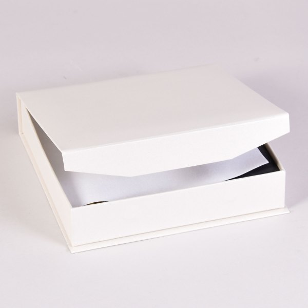 Bliss 2 print box in white