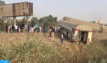 إصابة 97 شخصا بجروح في حادث خروج قطار عن القضبان في مصر