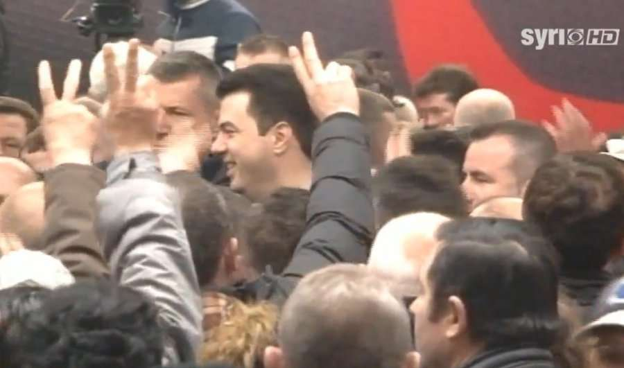 Nis  Dita 2   Lulzim Basha i ribashkohet protestuesve në shesh