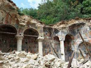Shembja e manastirit në Sarandë, reagon IMK: Rrëzimi u përshpejtua nga tërmeti në Janinë | Mapo
