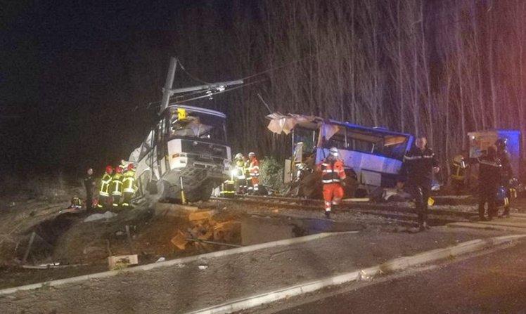 Francë  Autobusi i shkollës përplaset me trenin  4 fëmijë të vdekur