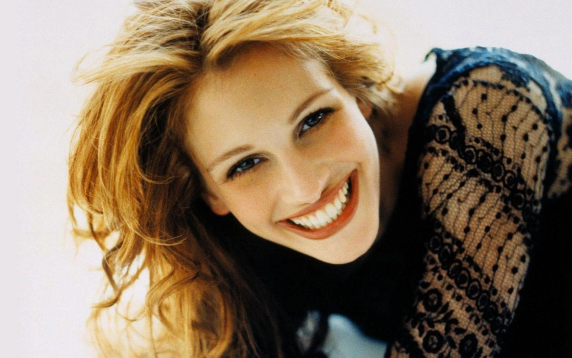Julia_Roberts_in_Black_Top_with_Smile