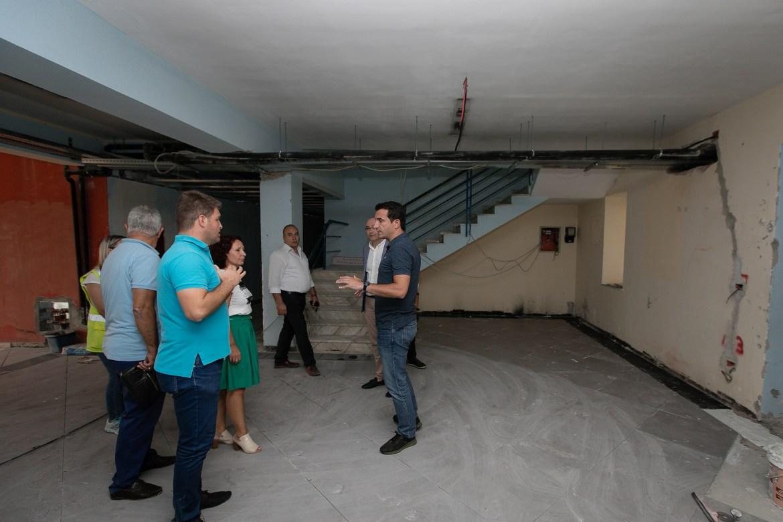 Veliaj gjate inspektimit te rikonstruksionit te shkolles Ismail Qemali (5)