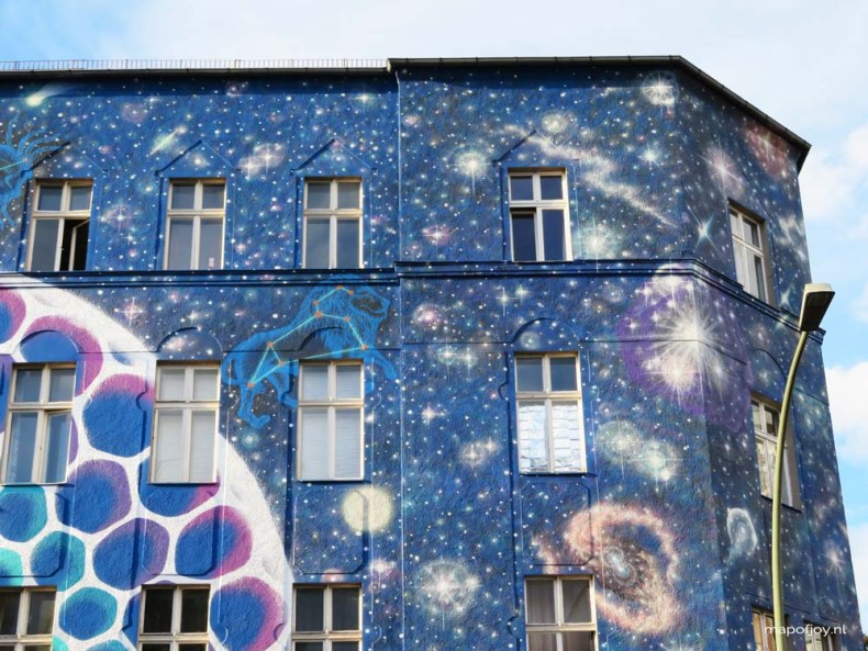 Street art, Berlin, Bülowstrasse. Find out what the best street art spots are in Berlin, London and Lisbon - Map of Joy