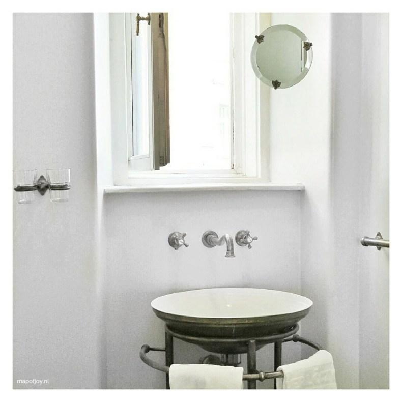 Bathroom in Gerloczy hotel in Budapest - Map of Joy
