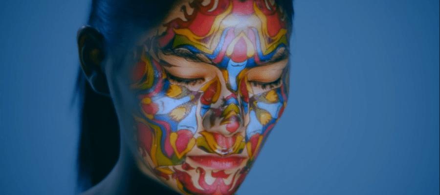 Удивительно реалистичный 3D mapping на лицо девушки