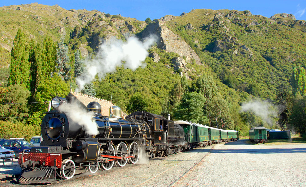 Discovering NZ by train. Photo CC Flickr.