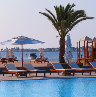 Stunning poolside view. Paracas.